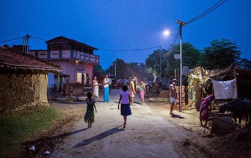 सौर ऊर्जा से गांव हुआ रोशन